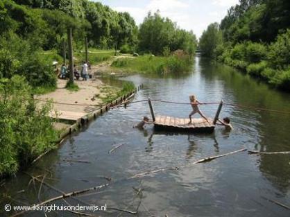 Pontje vanaf de brug, foto van www.ikkrijgthuisonderwijs.nl